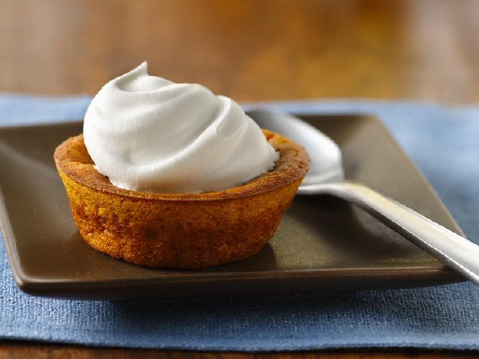Impossibly Easy Mini Pumpkin Pies Recipe | Just A Pinch ...