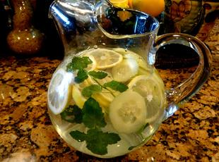 DRINK YOUR WATER!  -- BONNIE'S Recipe