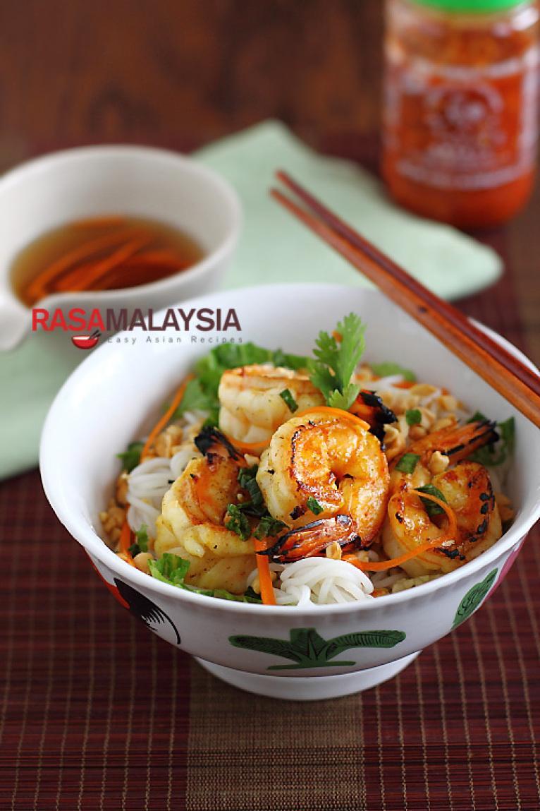 Vietnamese BBQ Shrimp Vermicelli (Bun Tom Heo Nuong) Recipe | Just A ...