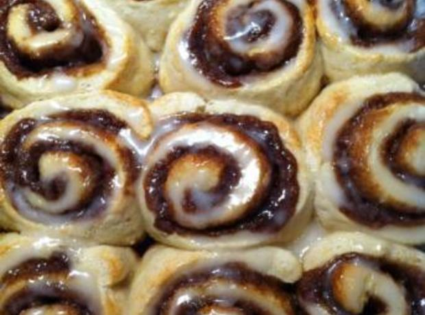 QUICK CINNAMON ROLLS - NO YEAST! Recipe