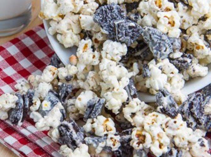 Cookies and Cream Popcorn Recipe 2 | Just A Pinch Recipes