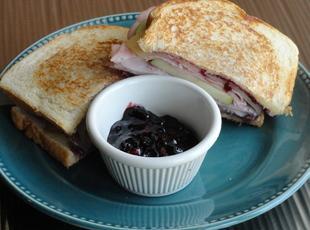 Blackberry Apple Sandwich with a Kick Recipe
