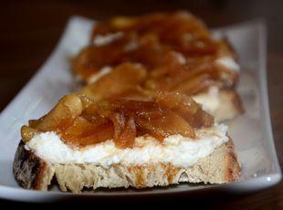 Apple Pie-Riccotta Toast Recipe