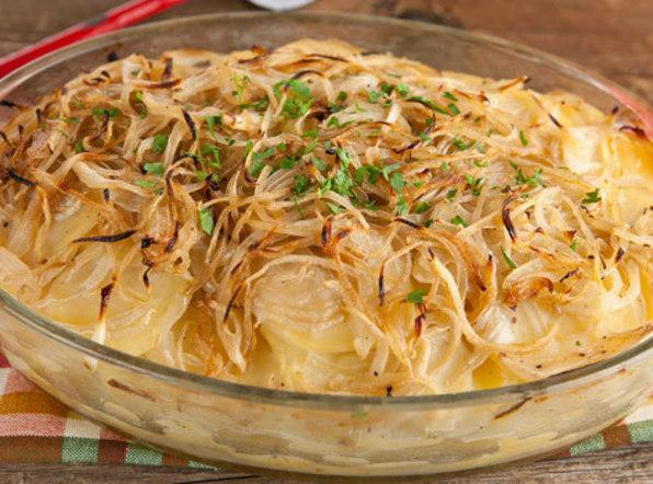 Boulangere Potatoes (French scalloped potatoes) Recipe | Just A Pinch ...
