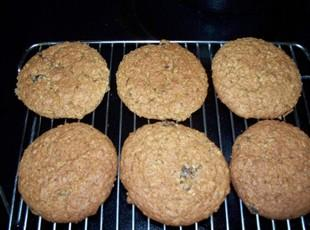 Old-fashion oatmeal and raisins cookies Recipe