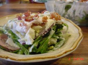 LAYERED SPINACH AND BACON SALAD