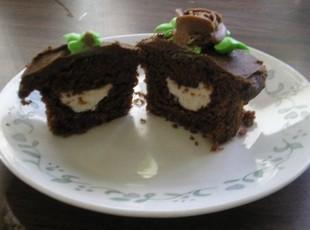 Cream-filled Chocolate Cupcakes