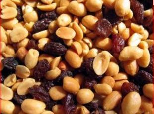 Peanut and Raisin Log Candy Recipe