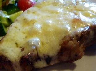 Grilled apple pork chops with cheese