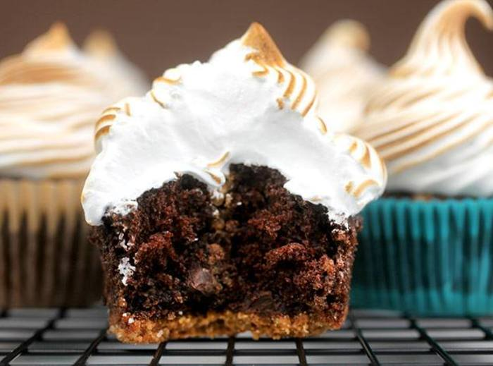 Chocolate Graham Cracker Cupcakes with Toasted Marshmallow Recipe 2 ...
