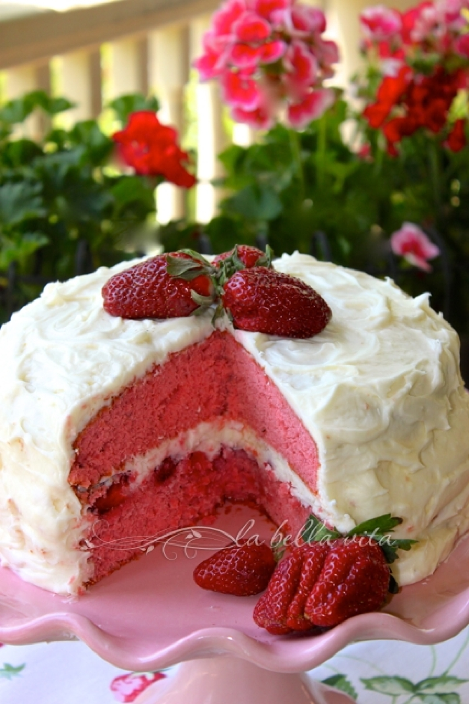 Images Of Strawberry Layer Cake : Strawberry Layer Cake & Sweet Mascarpone Cheese Icing ...