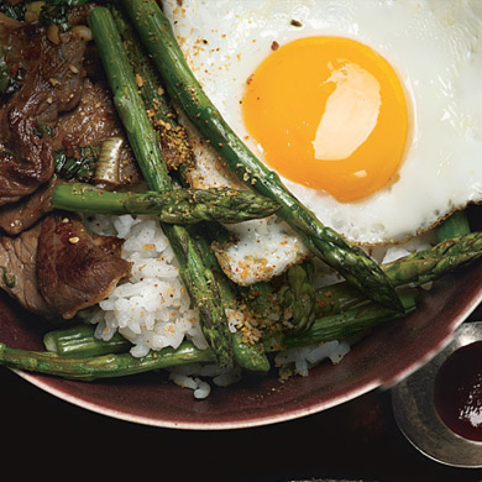 Korean Rice Bowl with Steak, Asparagus, and Fried Egg Recipe ...