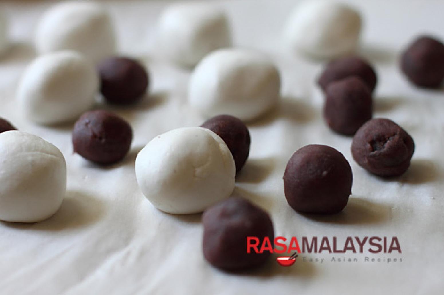 Red Bean Dumplings Recipe (????) 2 | Just A Pinch Recipes
