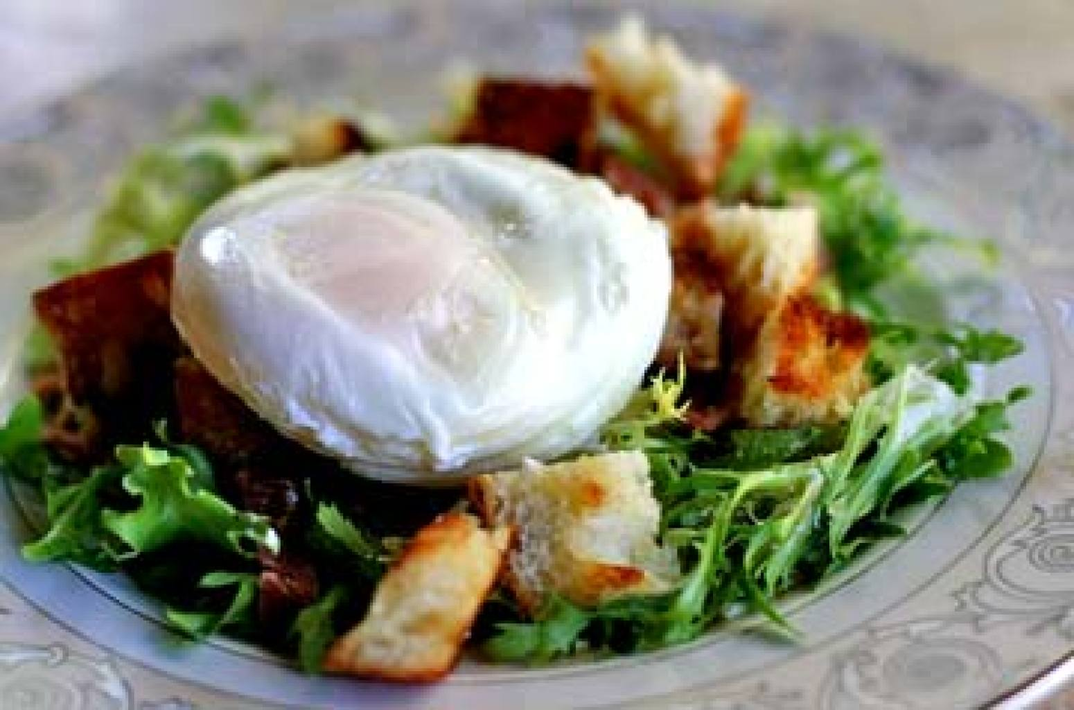 Poached Egg and Bacon Salad – Salad Lyonnaise Recipe ...