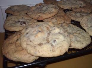 Ultimate Chocolate Chip and Toffee Cookie