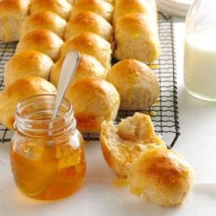 Honey-Oat Pan Rolls Recipe