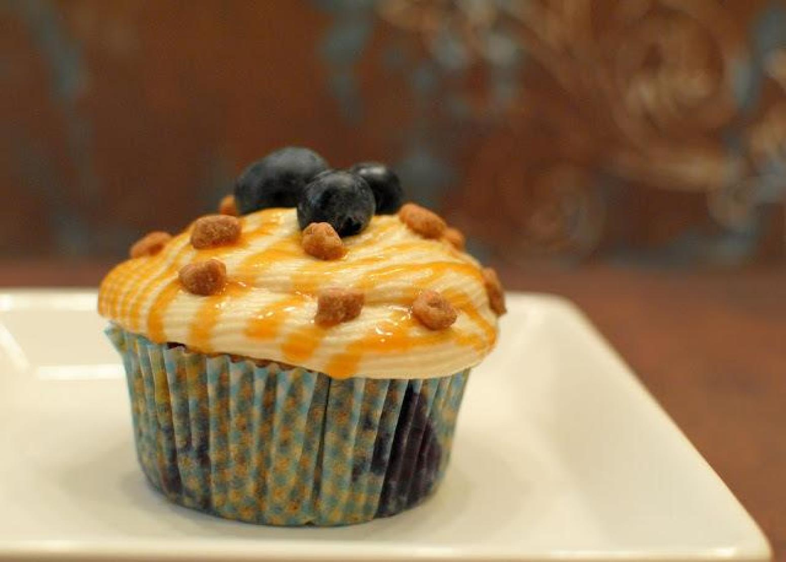 Blueberry Caramel Pecanbon Cupcakes Recipe 2 | Just A Pinch Recipes