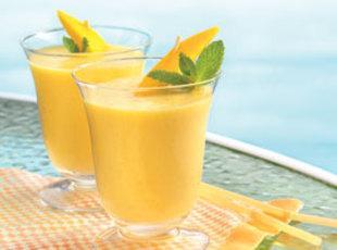 Mango'ana Peach Cardamom Breakfast Smoothie Recipe