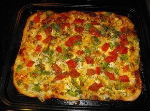 Creamy Garlic Chicken Pizza