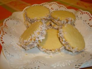 My Mom favorites Alfajores de Dulce de Leche. Recipe