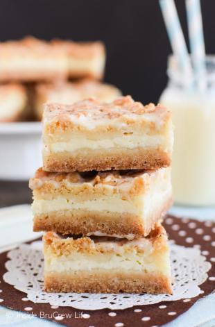 Eggnog Cheesecake Crumble Bars