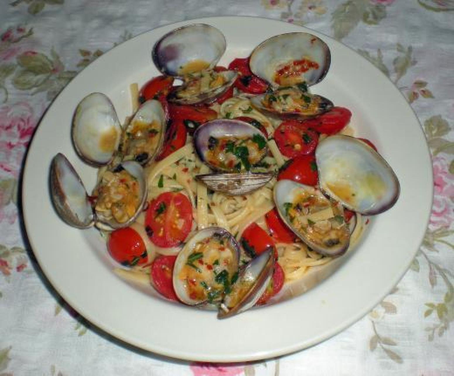 Real Italian Linguine with Clam Sauce Recipe   Just A Pinch Recipes