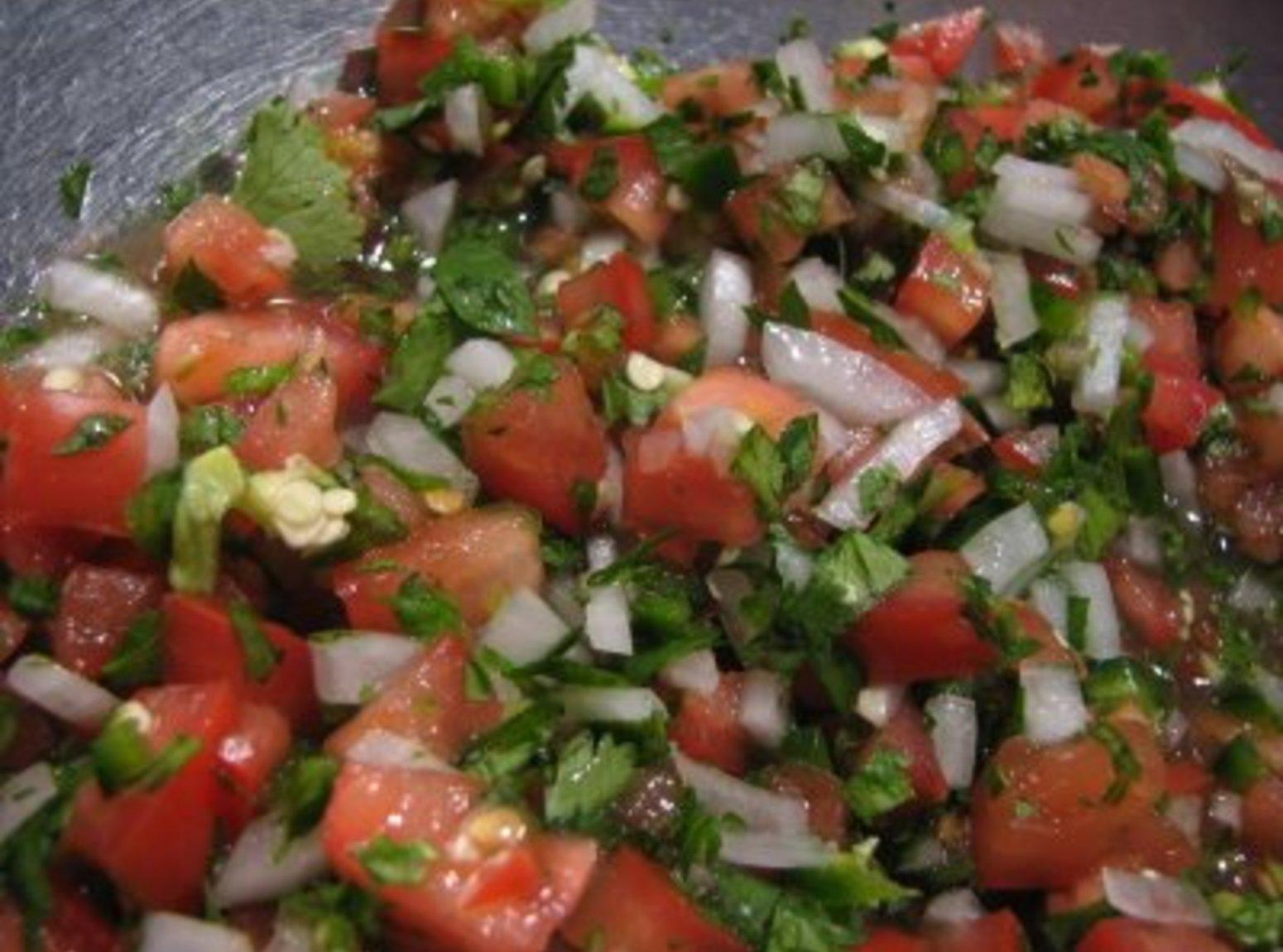 Pico de Gallo (Salsa Cruda, Salsa Fresca) Recipe | Just A Pinch ...