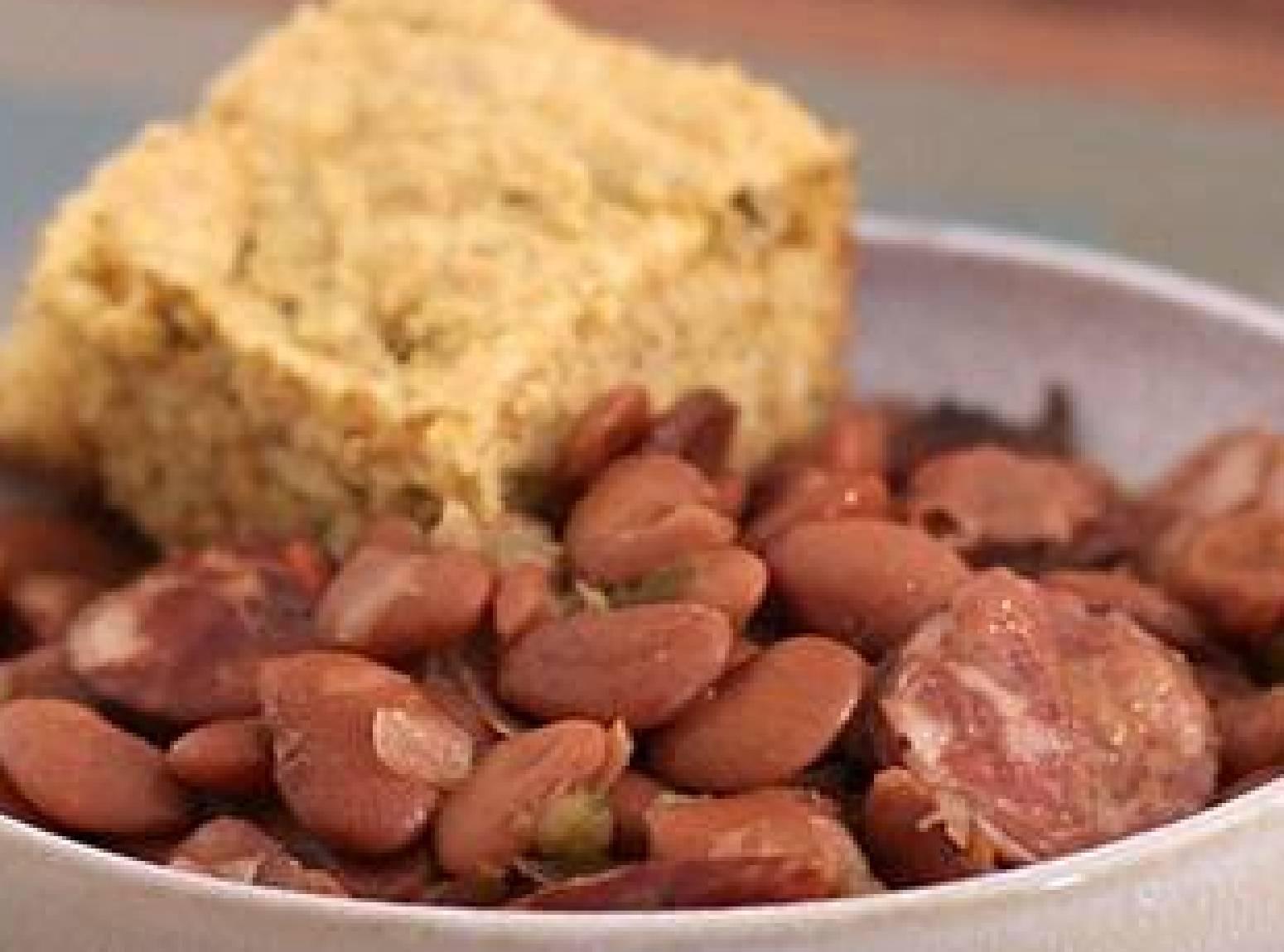 My Slow Cooker Pintos & Smoked Sausage Recipe