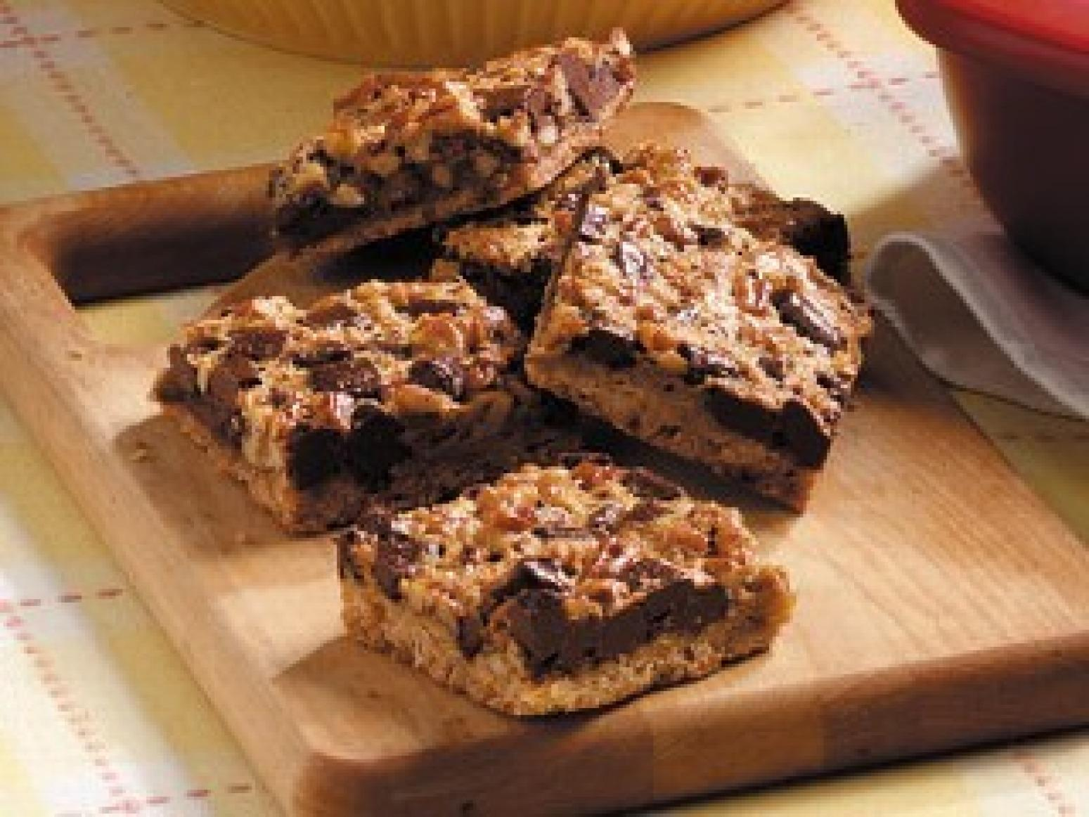 Unbelievable Low(ish)-Cal Chocolate Pecan Pie Bars Recipe